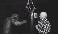 拳击运动员怎么练抗